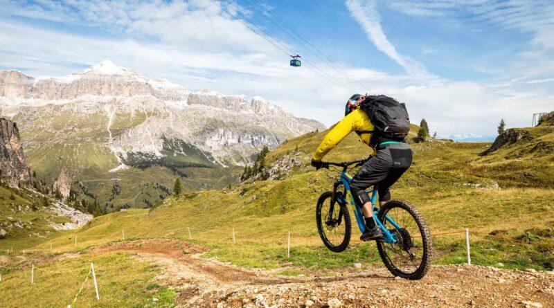 Ciclismo: Arabba punto strategico per vivere le Dolomiti con la mtb e con la bici da strada. Percorsi ed eventi
