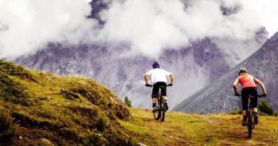 Montagna: a Pila nel cuore delle Alpi. Trekking, hiking, bike e relax. Percorsi, guide ed info utili